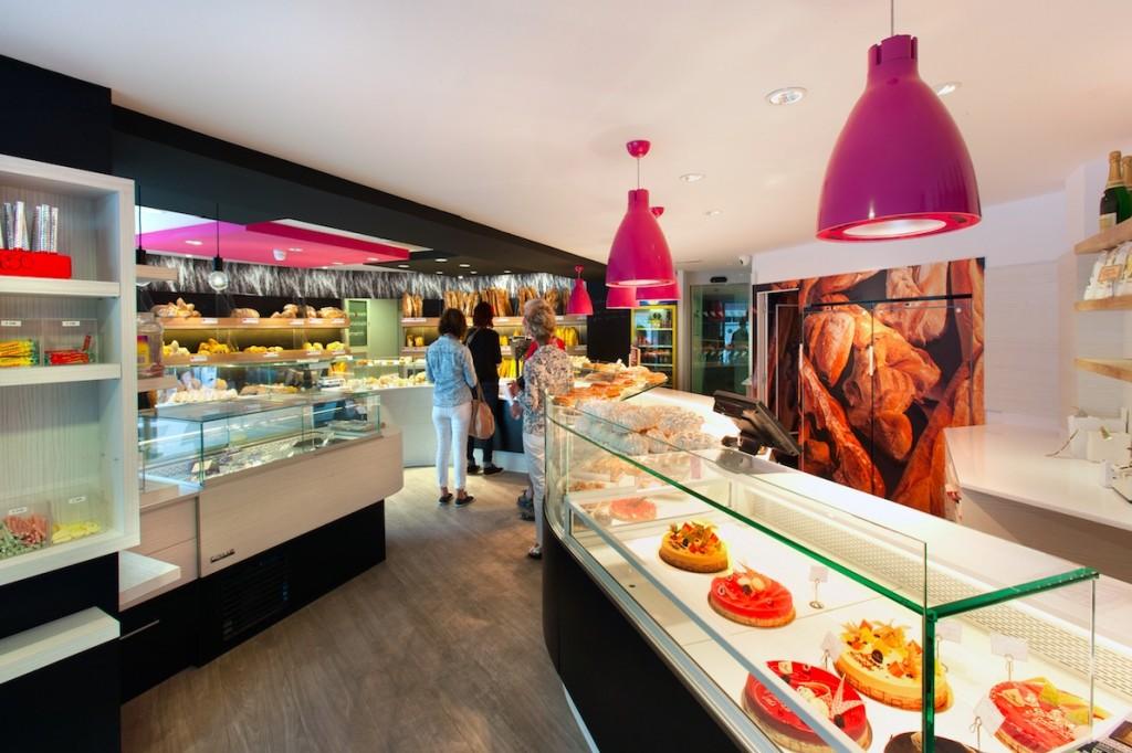 Au Vieux Fournil par nakide entrée de la boutIque - agencement boulangerie - pâtisserie - décoration