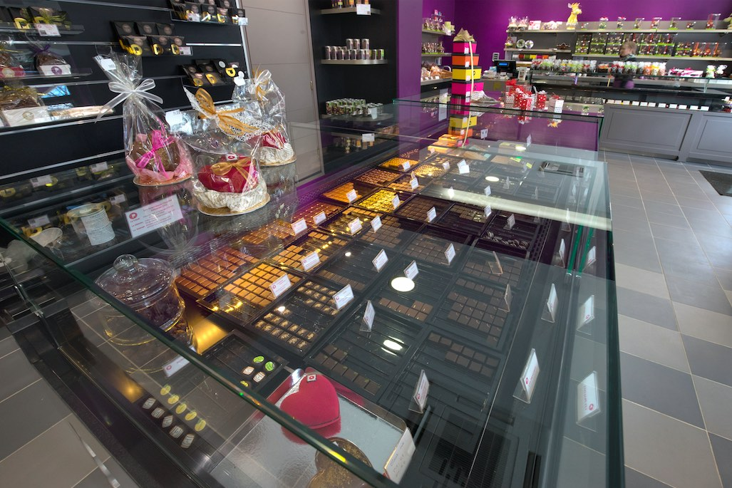 Maison Pillon Blagnac chocolats - Maison Pillon par nakide Maison Pillon Blagnac by nakide - Maison Pillon Blagnac comptoir - agencement chocolatier - décoration chocolaterie - agencement confiseur - design chocolaterie