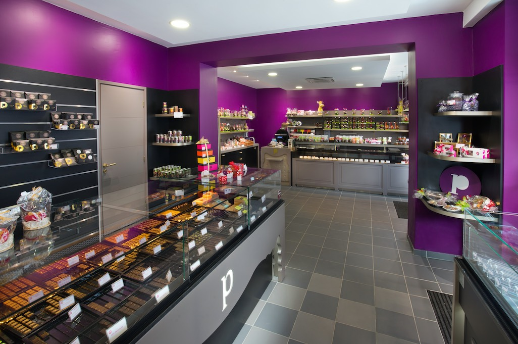 Maison Pillon Blagnac général face - Maison Pillon Blagnac chocolats - Maison Pillon par nakide Maison Pillon Blagnac by nakide - Maison Pillon Blagnac comptoir - agencement chocolatier - décoration chocolaterie - agencement confiseur - design chocolaterie